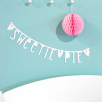 Banner wechsel dich! Letterbanner in weiß von A Little Lovely Company aus Pappe