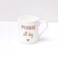 "Bone China Becher mit goldenem Aufdruck ""Pyjmamas all day"" von Eulenschnitt"