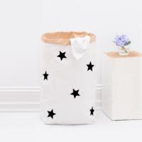 Monochrom-Liebe! Paperbag mit schwarzen Sternen von Eulenschnitt